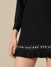Kurzes Kleid, Plissee- Nietenverzierung : Kleider farbe Schwarz